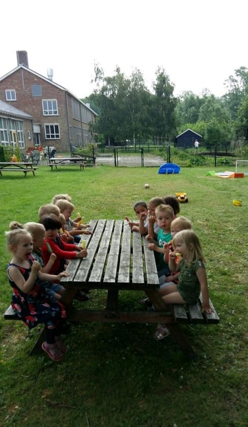 Kinderen aan de tafel - Kids First COP groep