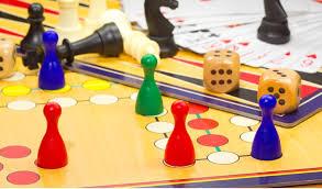 Bejaarden en kinderen gezamenlijke spelletjesmiddag in Assen