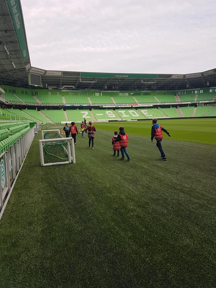 Drentse kinderen op bezoek bij FC Groningen - Kids First COP groep